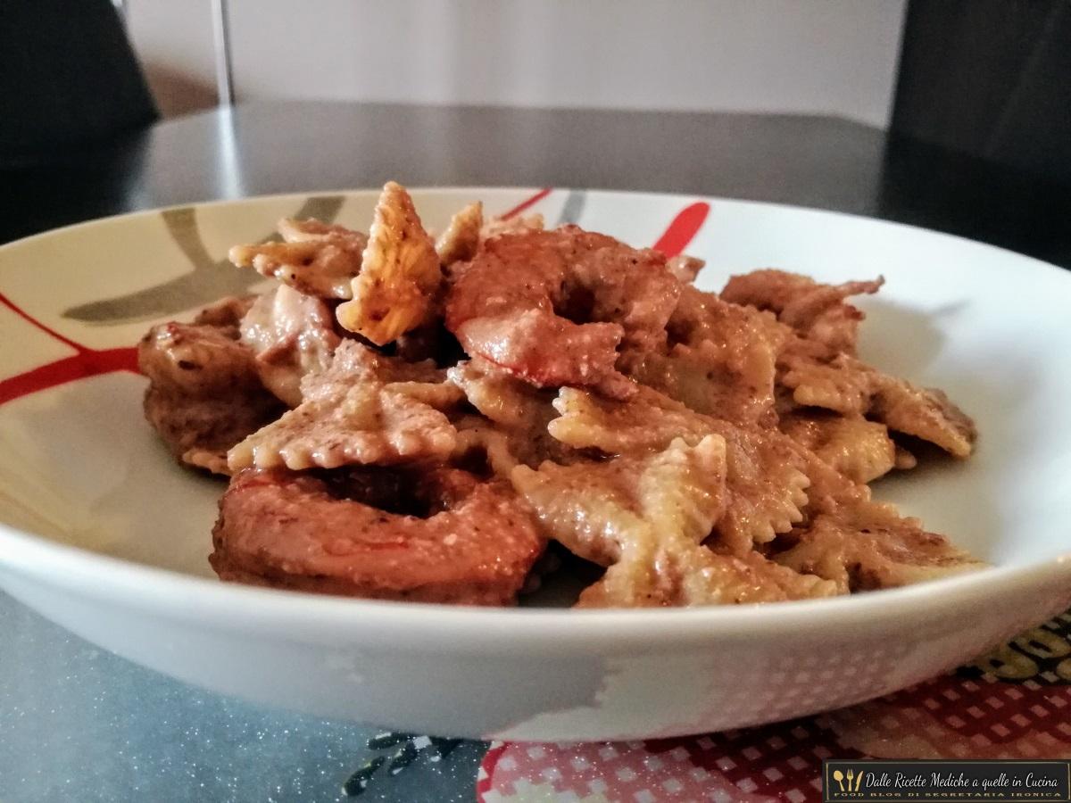 pasta con pesto di radicchio e gamberi