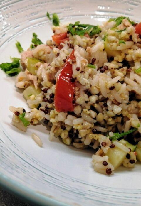 cereali e quinoa con tono e zucchine
