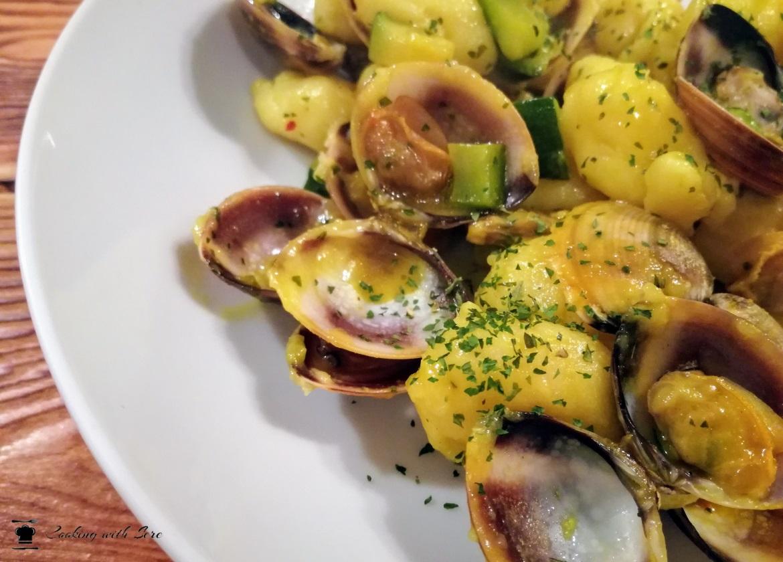 gnocchi con vongole e zucchine allo zafferano