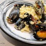 Girelle di pasta sfoglia salate al prosciutto crudo e parmigiano
