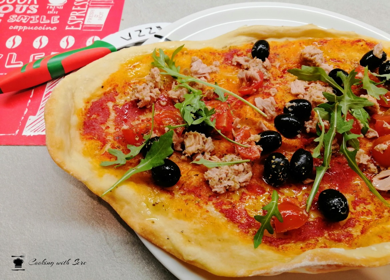 pizza con tonno e pomodorini
