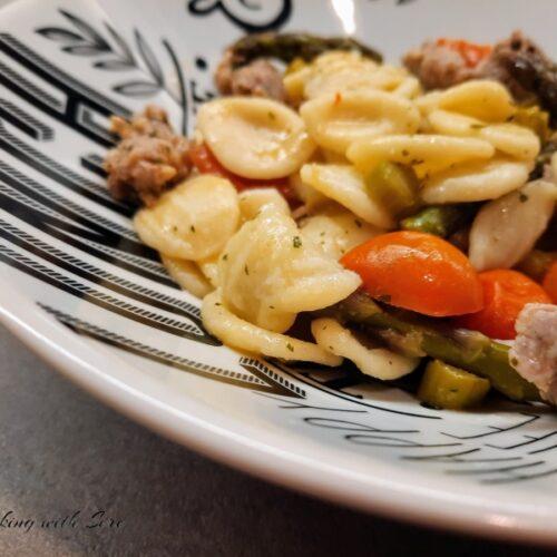 pasta con asparagi salsiccia e pomodorini