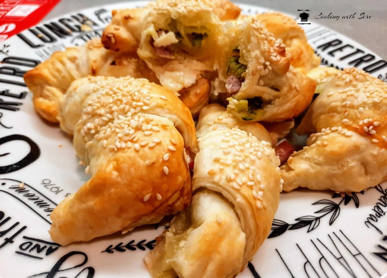 cornetti salati di pasta sfoglia con zucchine e prosciutto cotto