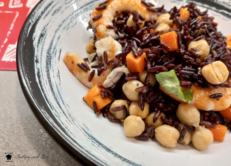 insalata di riso venere con gamberetti e ceci